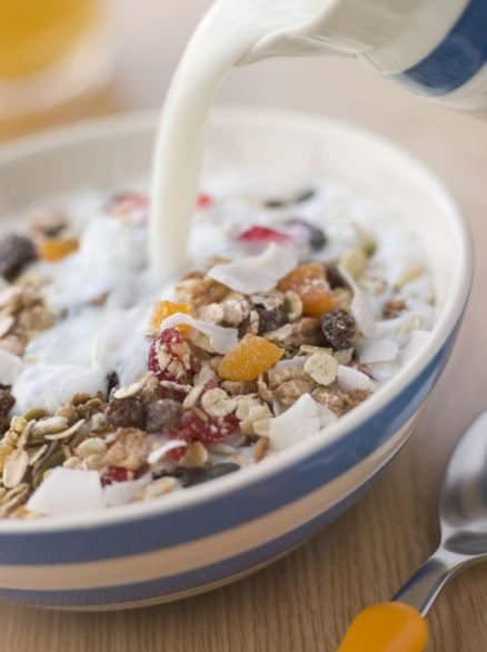 bowl-of-muesli-with-milk3